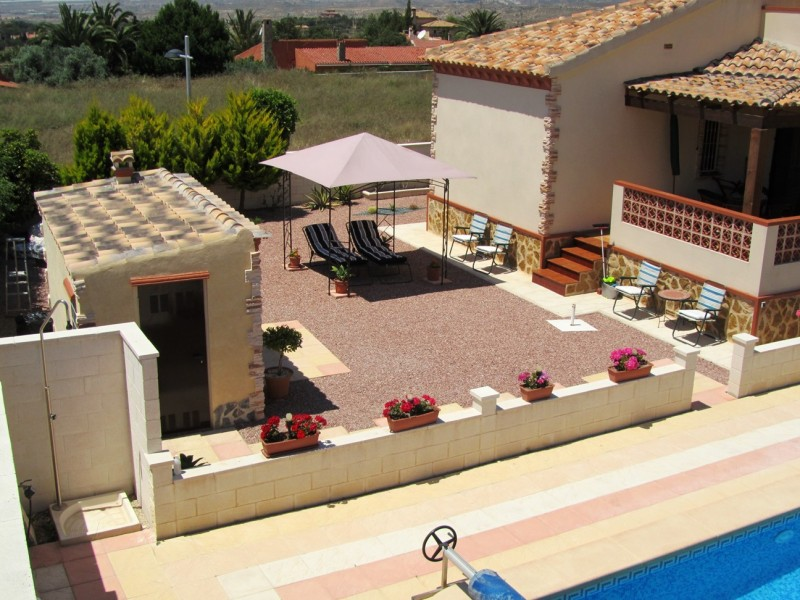 Cheap bargain property for sale in Busot close to El Campello, San Joan Alicante, cheap Villa for sale Costa Blanca Spain.