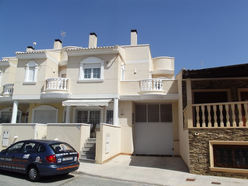 Cheap bargain property for sale, cheap townhouse property in Heredades near Formentera Almoradi, Costa Blanca, Spain