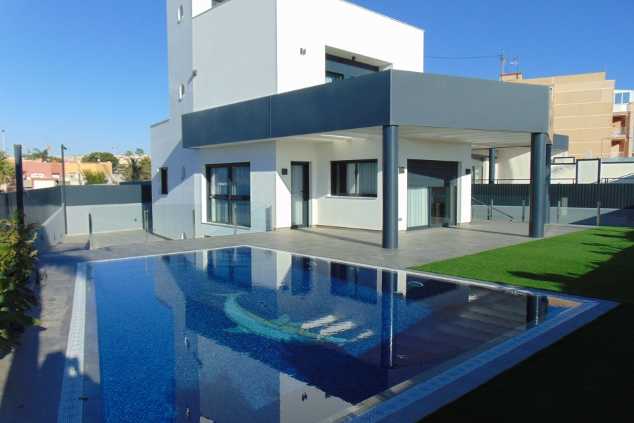 New Property for sale - Villa for sale - Torrevieja - Torrevieja Town Centre