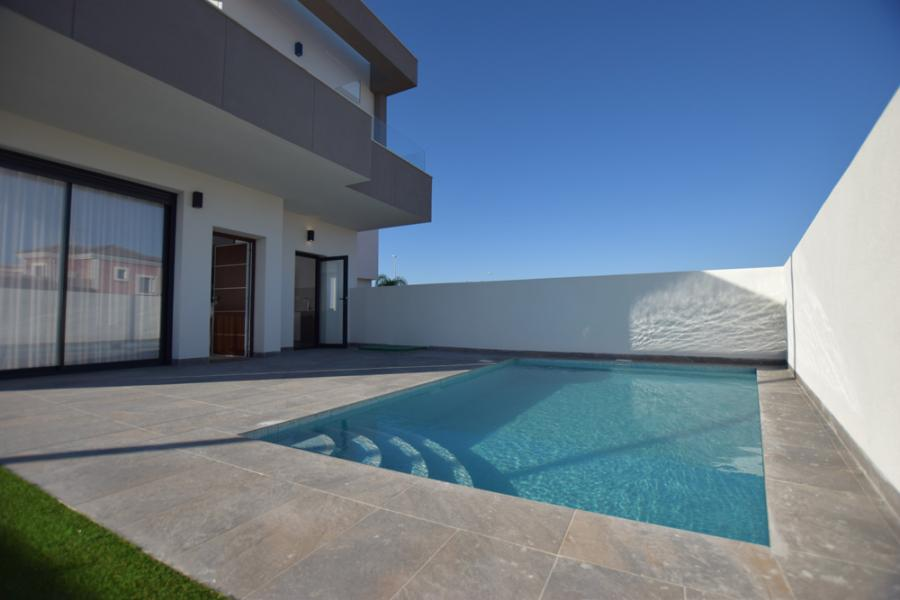 New Property for sale - Villa for sale - Los Montesinos - La Herrada
